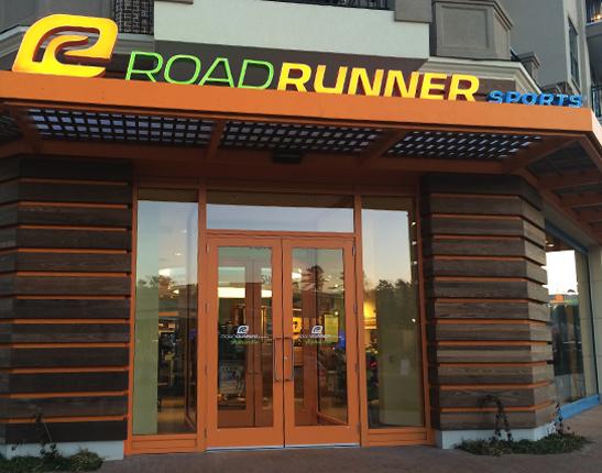 Roadrunner Running Store è il paradiso per tutti gli appassionati di corsa e non solo! In negozio è possibile trovare il meglio per la corsa, dalla calzatura su misura fino all'abbigliamento tecnico più indicato, ma anche accessori per il nordic walking delle migliori marche in circolazione.